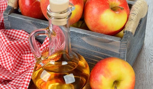 Vinaigre de cidre de pomme - Remèdes à la maison pour les dents blanches