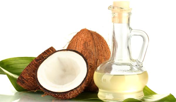 Huile de noix de coco - remèdes maison pour les dents blanches