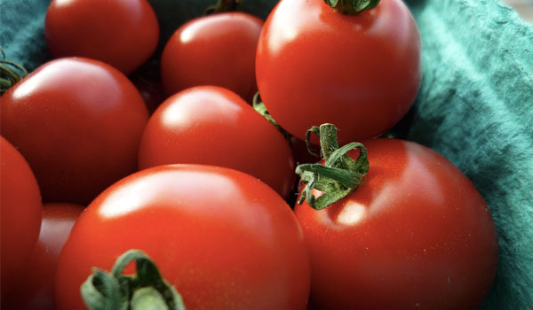Tomatoes - Home Remedies For Oily Skin