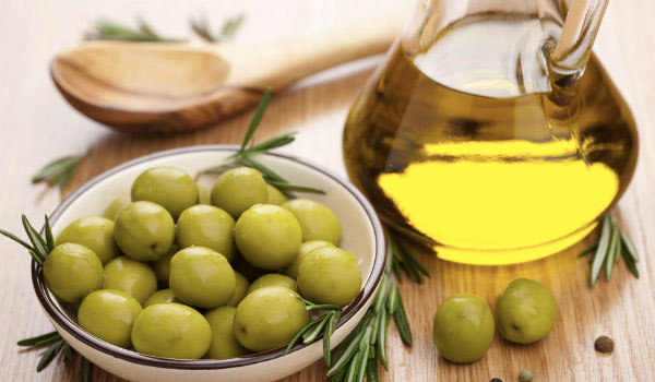 Olive Oil - Home Remedies for Back Acne