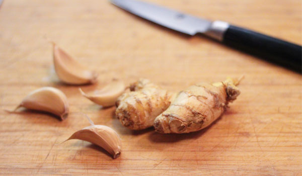 Garlic and Ginger - Home Remedies for Blisters on Tongue