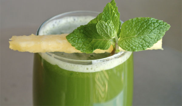 Pineapple-Mint Green Juice - Home Remedies for Headache