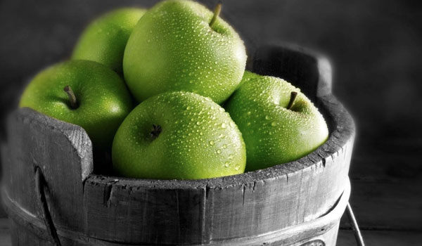 Apple - Top Superfoods for Detoxification