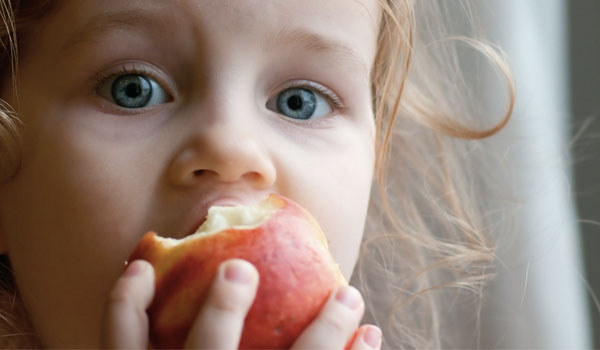 Apples improve eye health - Great Health Benefits of Apples