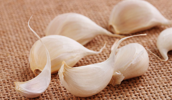 Garlic - Home Remedies for Scalp Acne